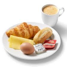 Afbeelding van een ontbijt met een kopje koffie