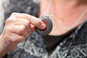 Afbeelding van een alarmknop aan een ketting