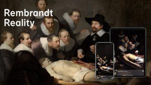 afbeelding van een schilderij van rembrand met de app op een telefoon geopend